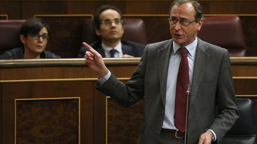 Alonso no espera nuevas tareas en el Gobierno porque Sanidad no deja tiempo