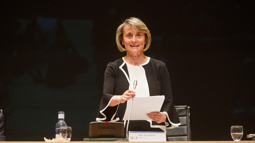 Eva Alcón, durante el acto de toma de posesión como Rectora de la UJI