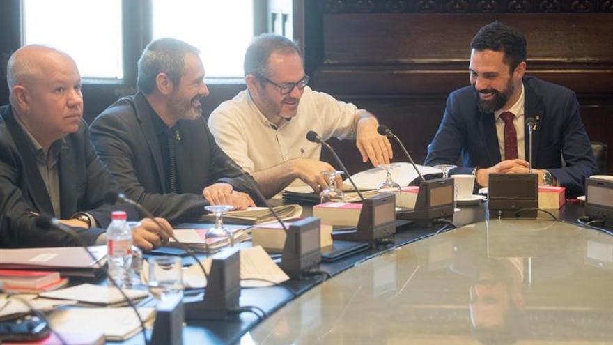 Mesa del Parlament pide un informe jurídico a los letrados sobre la suspensión de los diputados