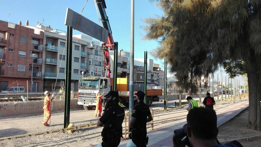 Construcción del muro en Santiago el Mayor / CARLOS EGIO