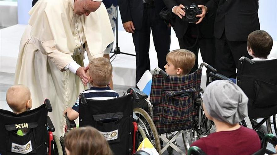 """El Papa: """"Me gustaría poder estar un poco cerca de cada niño enfermo"""""""