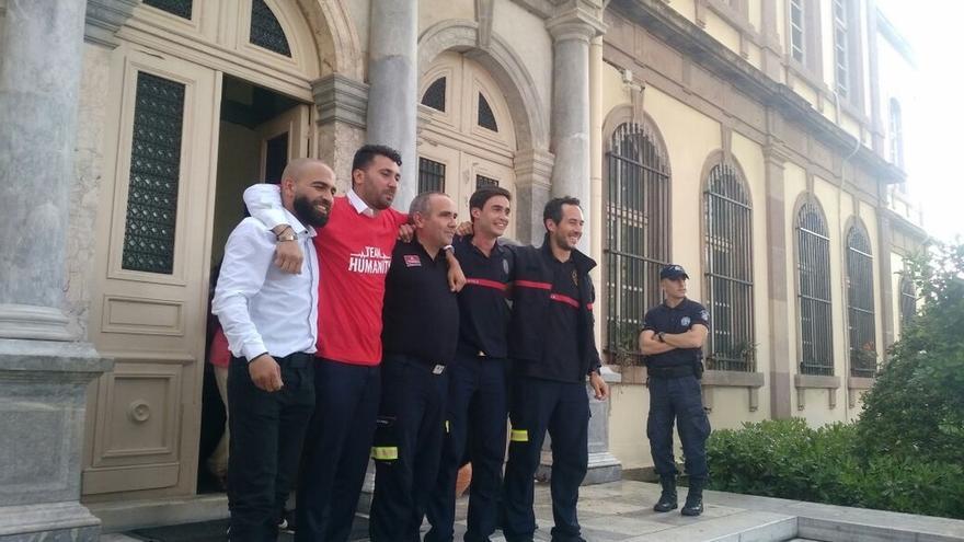 """Políticos celebran la absolución de los tres bomberos juzgados en Lesbos: """"Una magnífica noticia"""""""