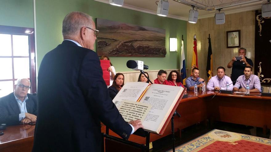 González Arroyo vuelve a ser elegido alcalde de La Oliva.
