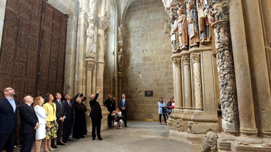 Representantes del as instituciones, en el acto de inauguración del Pórtico restaurado