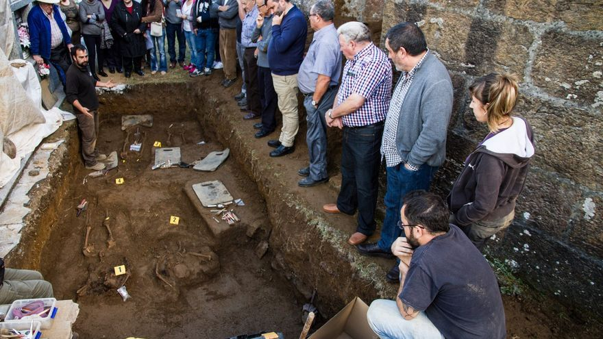 Otro momento de la exhumación