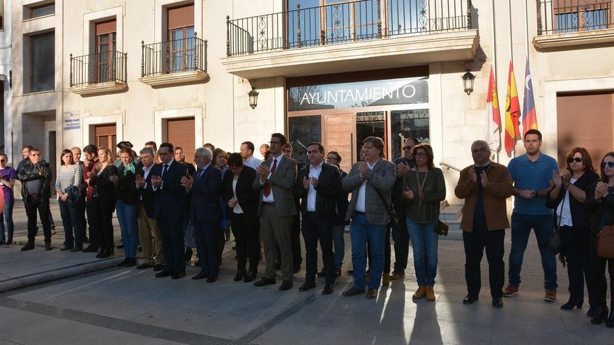 Minuto de silencio, ayer, en Campo de Criptana (Ciudad Real)