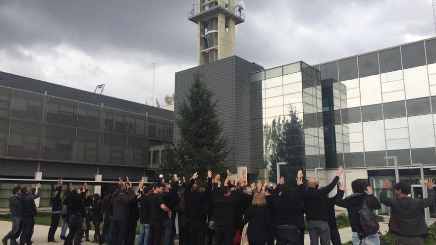 Protesta trabajadores de Castilla-La Mancha Televisión durante la dirección de Villa