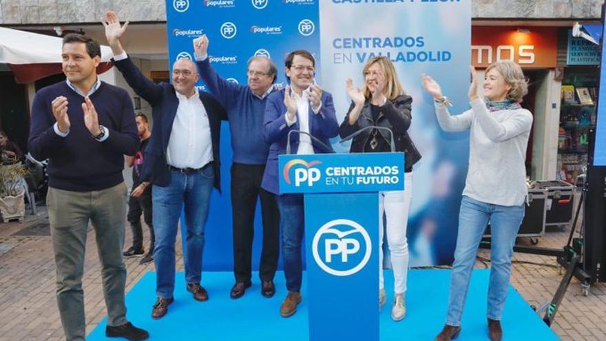 Raúl de la Hoz, Jesús Julio Carnero, Juan Vicente Herrera, Alfonso Fernández Mañueco, Pilar del Olmo e Isabel García Tejerina, en el cierre de la campaña del 26-M en Valladolid.