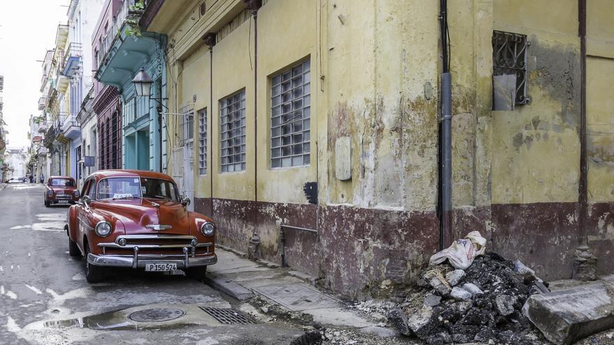 Los vecinos de La Habana se quejan de las deficiencias en la recogida de residuos.