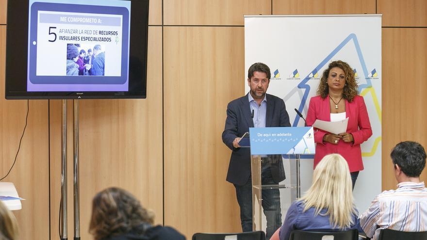 Carlos Alonso durante la presentación de sus propuestas de asistencia a los mayores.