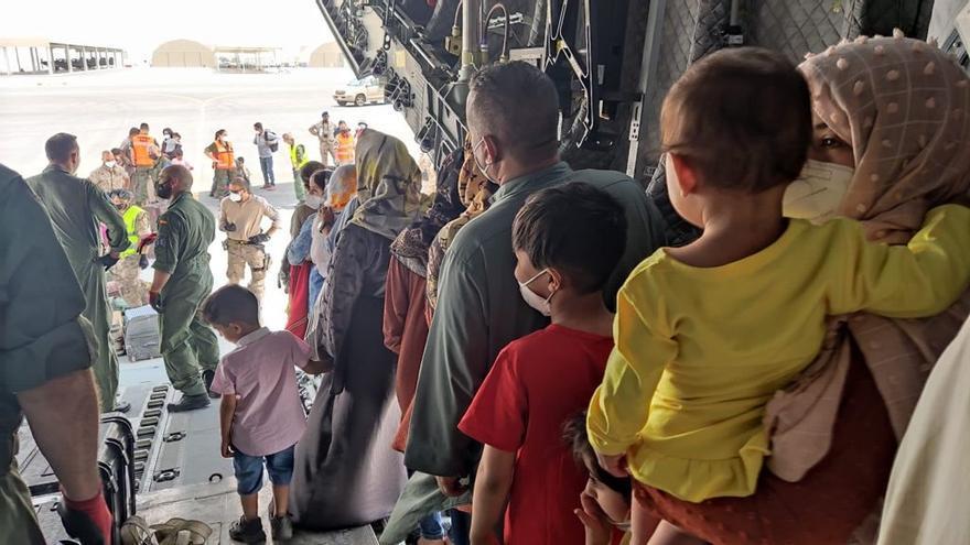 Afganos evacuados en el segundo avión de repatriación fletado por España