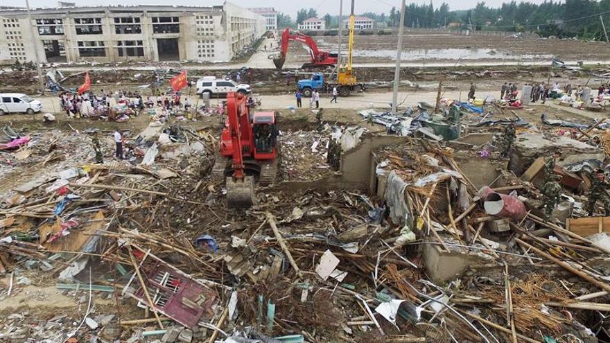 Sube a 99 la cifra de muertes por un tornado en el este de China