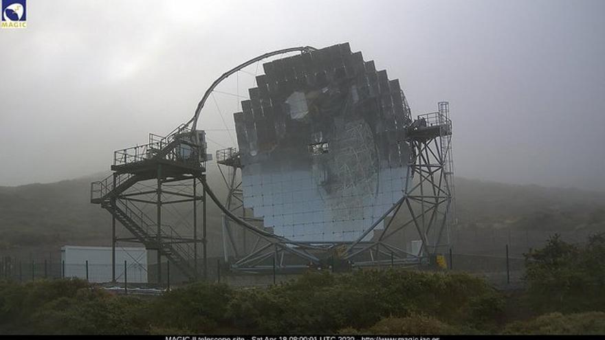 Entorno del Observatorio del Roque de Los Muchachos, este sábado, con el Telescopio MAGIC-I en primer término. Imagen captada de la webcam de los MAGIC.