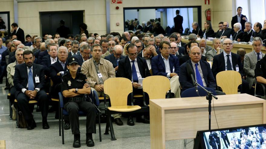 Los acusados por el juicio de las tarjetas 'black', en la Audiencia Nacional / Sergio Barrenechea \ EFE