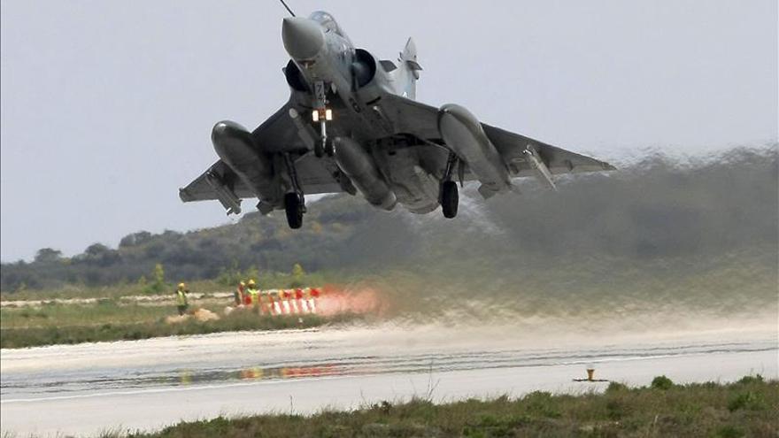 Francia envía a Jordania seis cazas más contra los yihadistas en Irak