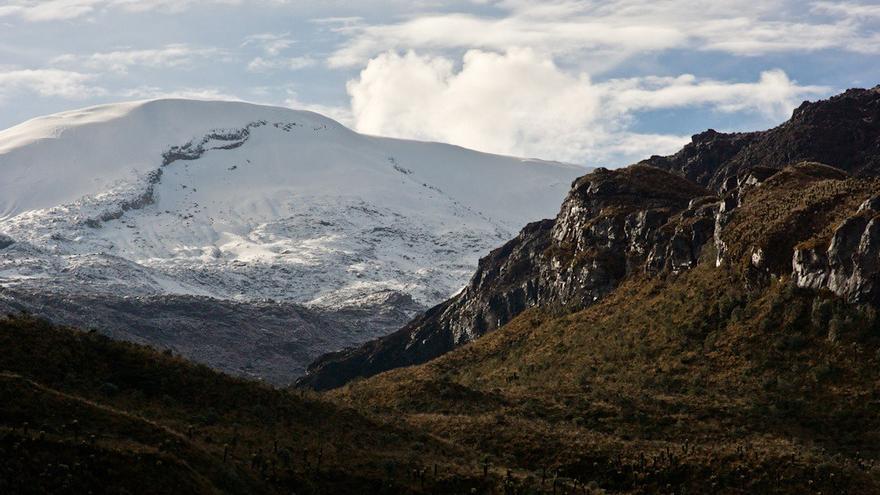 Blanco perpetuo en las alturas del Nevado del Ruiz. Daniel Echeverri
