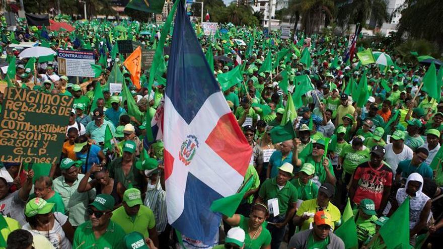 Una multitud reclama el fin de la corrupción en R.Dominicana y justicia en el caso Odebrecht