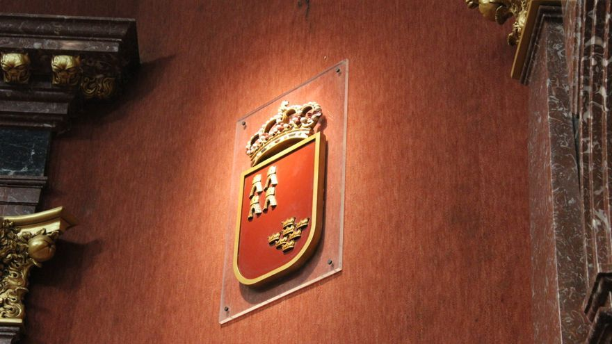 Escudo de la Región de Murcia en el Parlamento autonómico / PSS