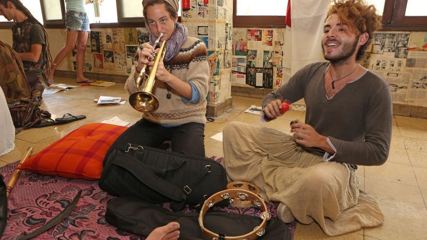 Músicos en el Centro Social La Bicicleta (ALEJANDRO RAMOS)