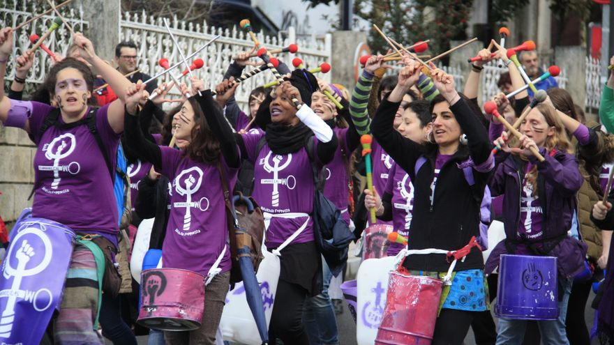 Un momento de la manifestación feminista de este domingo en Santiago