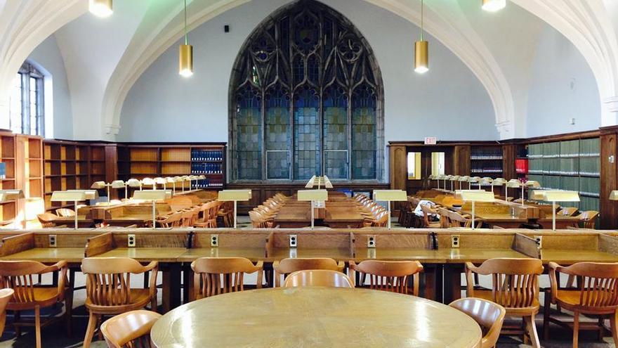 Biblioteca de la Universidad de Queen, en Ontario