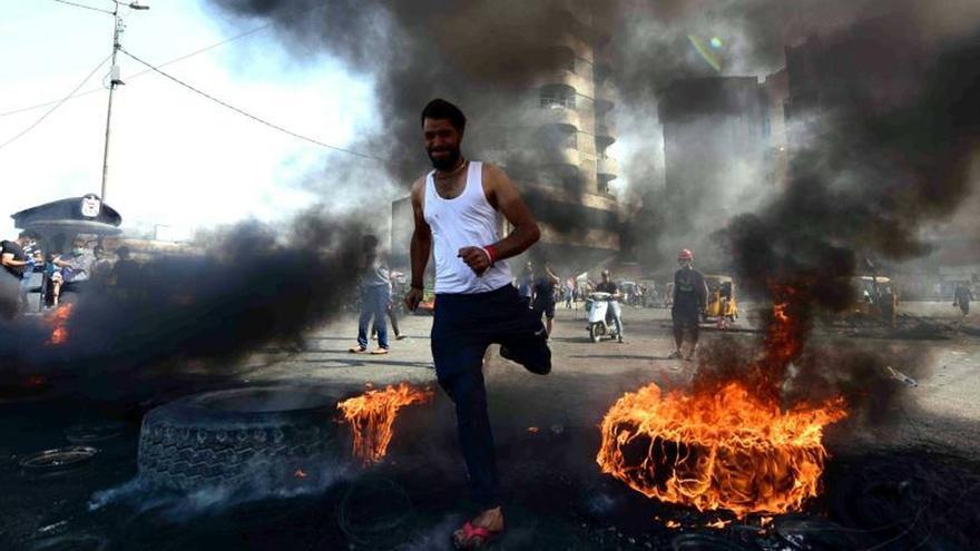 Más muertos y el bloqueo de internet para aplacar las protestas en Irak