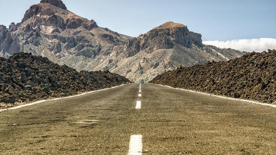 Carretera TF-21, a su paso por Las Cañadas del Teide