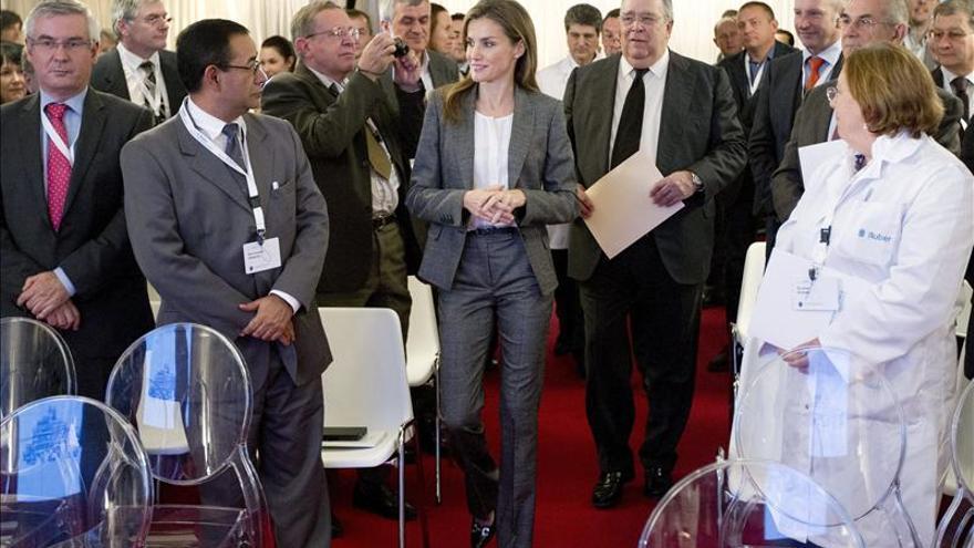 Doña Letizia visita la Unidad Gamma del Hospital Ruber en su 20 aniversario