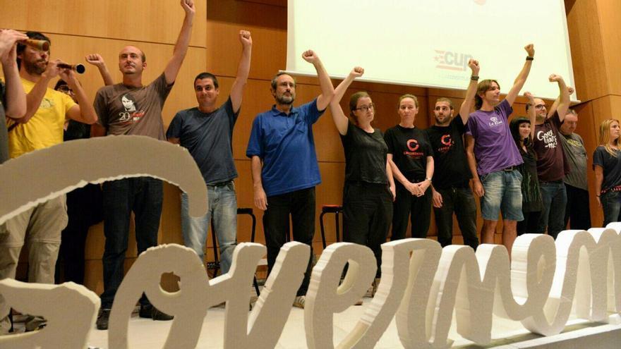 La CUP tanca l'acte central de campanya, a Vic, puny en alt / SANDRA LÁZARO