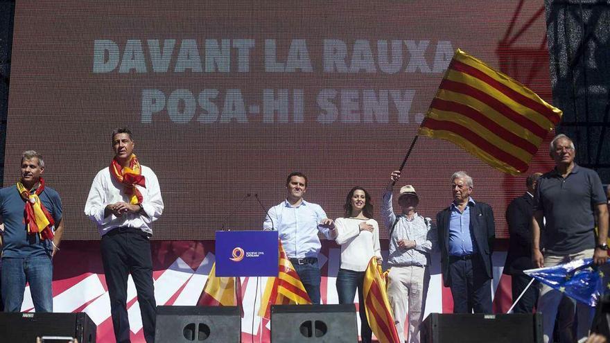 Parlamentos al final de la manifestación organizada por Societat Civil Catalana