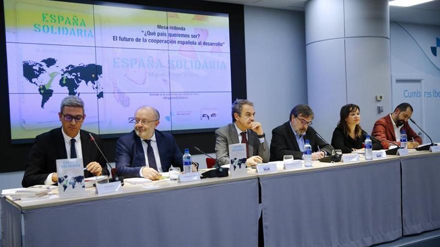 """Zapatero pide al Gobierno """"defender"""" la cooperación que hizo su ejecutivo"""
