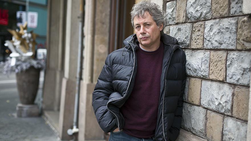 El escritor italiano Alessandro Baricco fotografiado en un hotel de Barcelona. /Edu Bayer