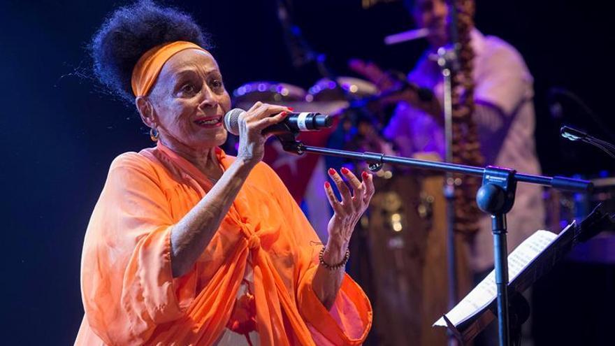 La cubana Omara Portuondo inicia una gira estadounidense por su 85 cumpleaños