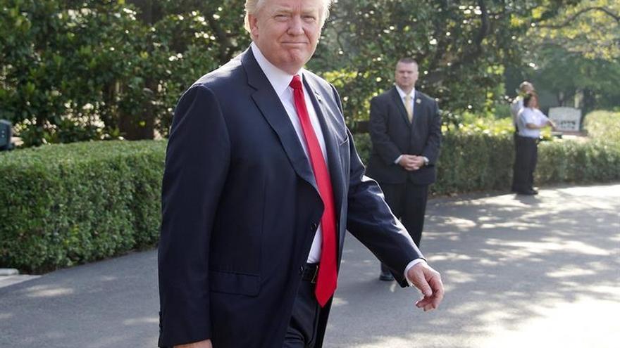 Trump niega caos en la Casa Blanca y subraya las mejores cifras económicas en años