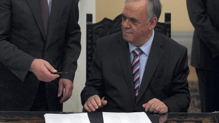 El Gobierno griego mantiene hoy una serie de contactos para asegurar su liquidez