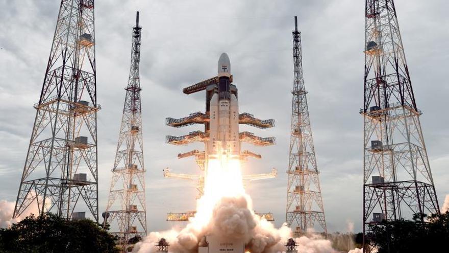 India busca hacer historia con su misión al inexplorado polo sur de la Luna