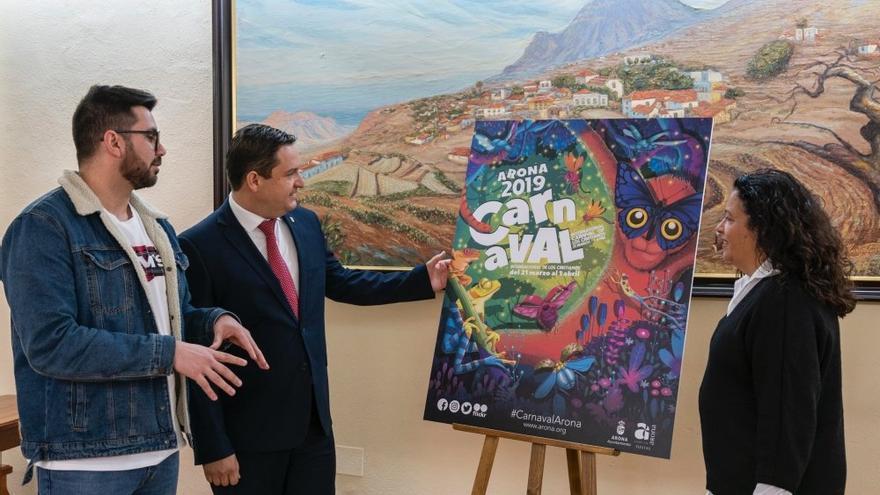 Momento de la presentación del diseño, con presencia del alcalde José Julián Mena (centro)