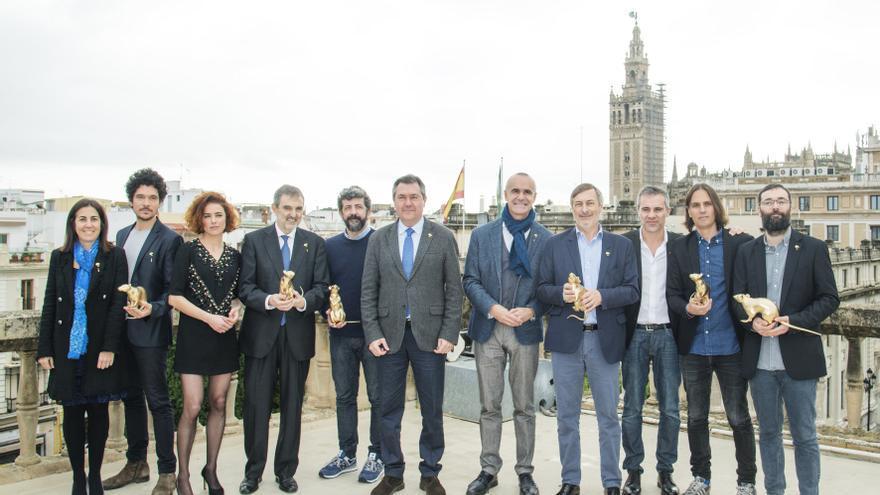 Equipo de la serie 'La peste' en la presentación en Sevilla