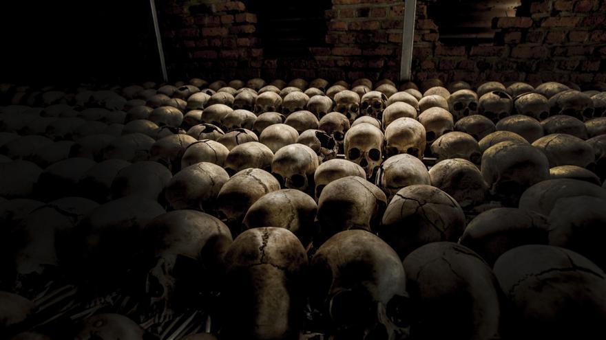 A los pocos días de iniciarse el genocidio muchos habitantes de la región se reunieron en Nyamata y buscaron protección en la iglesia católica local. El recinto de la iglesia, atendido por sacerdotes y monjas, era un refugio para las masas aterrorizadas que acudieron al lugar, con la esperanza de escapar de la muerte. Fotografía: Juan Carlos Tomasi /MSF