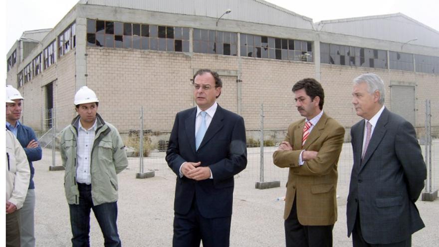 El director general de Planificación y Gestión Ambiental de la Consejería de Medio Ambiente,Mariano Martínez Cepa, visitaba Ibertubo en octubre de 2005