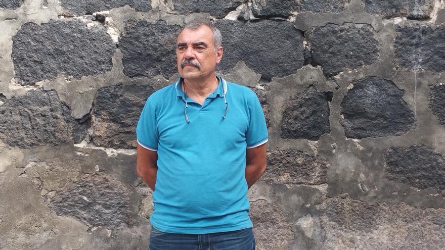 El investigador Manuel Lorenzo es autor de cuatro historias de 'Canarias insólita'. Foto: LUZ RODRÍGUEZ.
