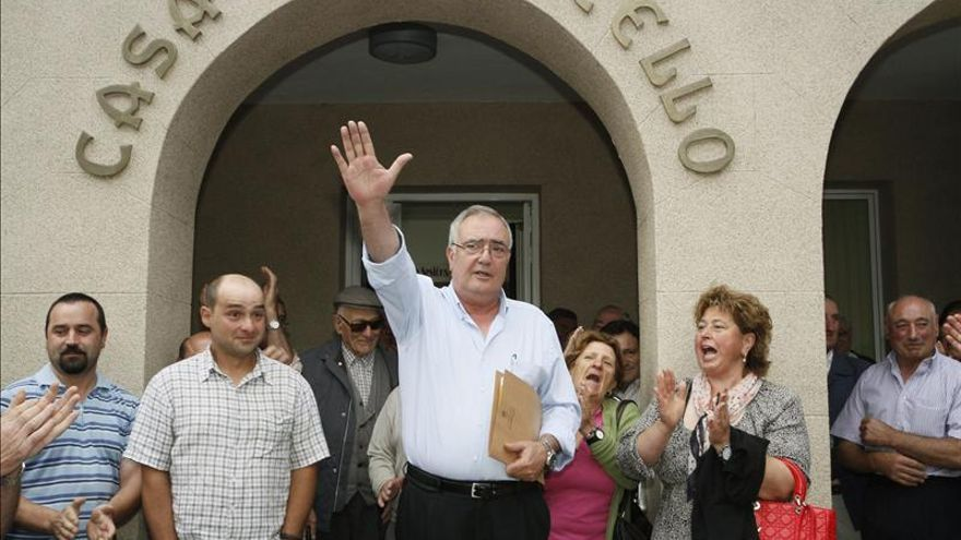 El alcalde de Baralla (Lugo) hace el saludo fascista