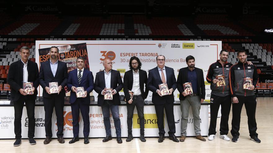 Els 30 anys d'història del Valencia Basket reunits en un llibre.