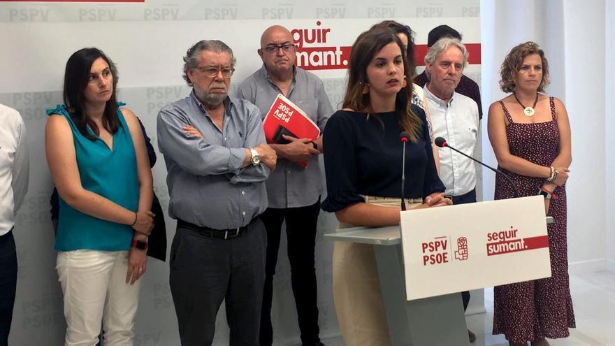La portavoz socialista en Valencia, Sandra Gómez, durante su comparecencia ante los medios