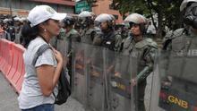 Escasa respuesta en Venezuela al llamado de Guaidó de acudir a los cuarteles.