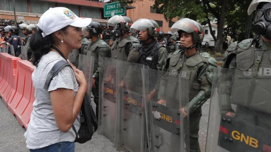 Escasa respuesta en Venezuela al llamado de Guaidó de acudir a los cuarteles