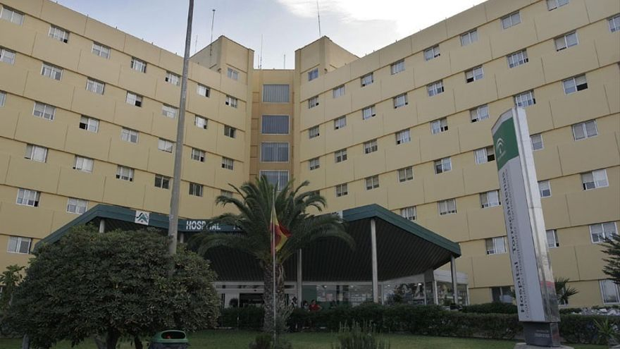 Hospitalizada una mujer degollada en su casa supuestamente por su marido que se ha suicidado