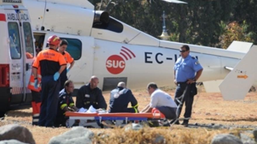 Helicóptero del SUC atendiendo a las víctimas del accidente. (ACN PRESS)