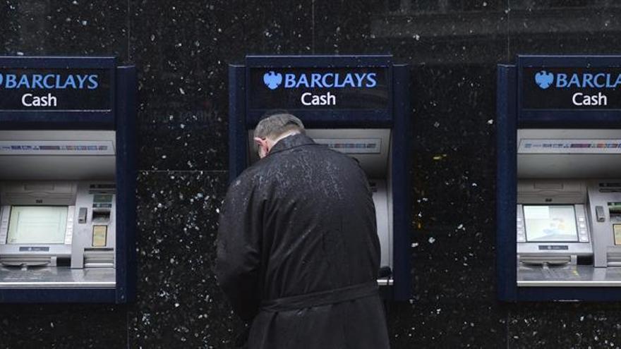 Los británicos no tendrán que pagar recargo por usar tarjetas de crédito