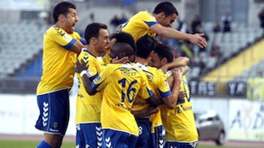 Los jugadores amarillos celebran el tanto definitivo.